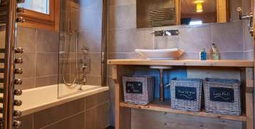 Ensuite bathroom - Chalet Virolet